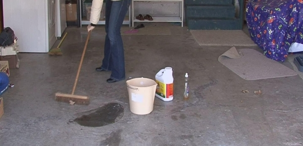 Tips cleaning garage floors 800x800 for Garage floor cleaning companies